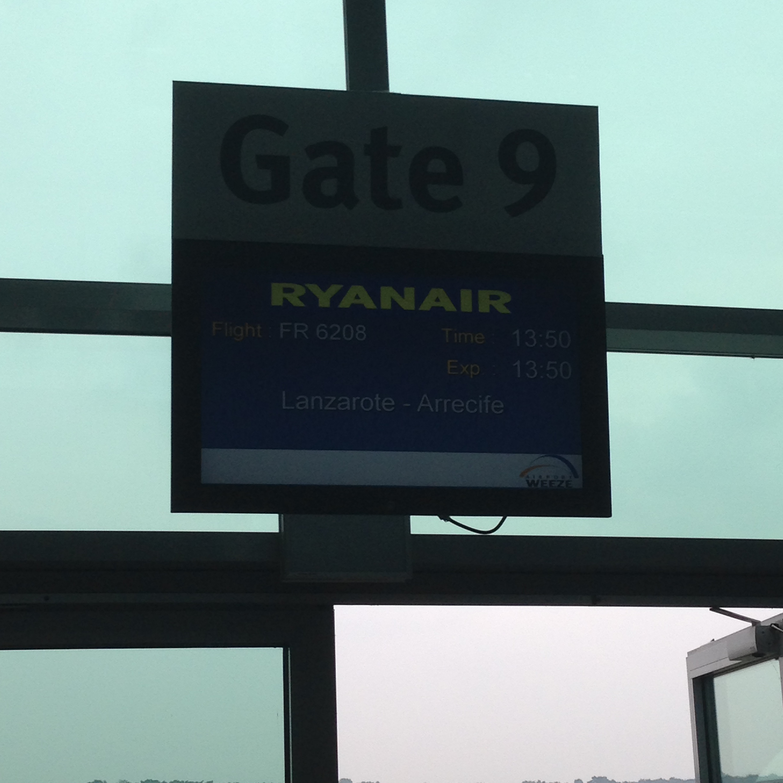 Weeze - Arrecife - Weeze Ryanair Economy 2013 - hometravelz