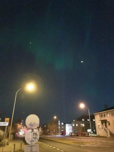 Nordlicht Jagd in Reykjavik in der Stadt