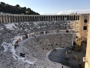 Der Apollo Tempel in Side und das Amphitheater von Aspendos