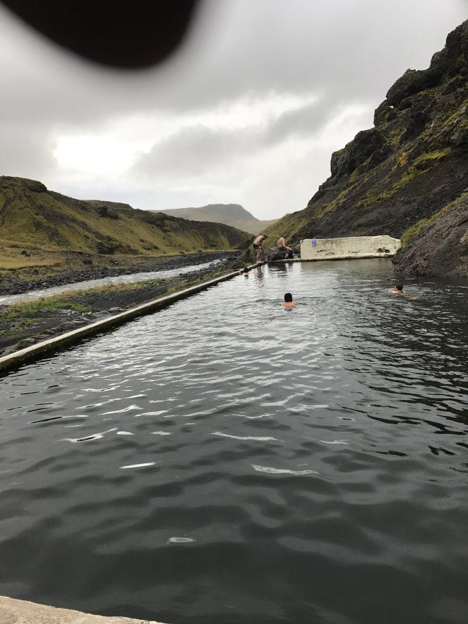 Schwimmen im ältesten Hop Pot Islands - TOP Highlights in Island -Golden Circle und Südküste-