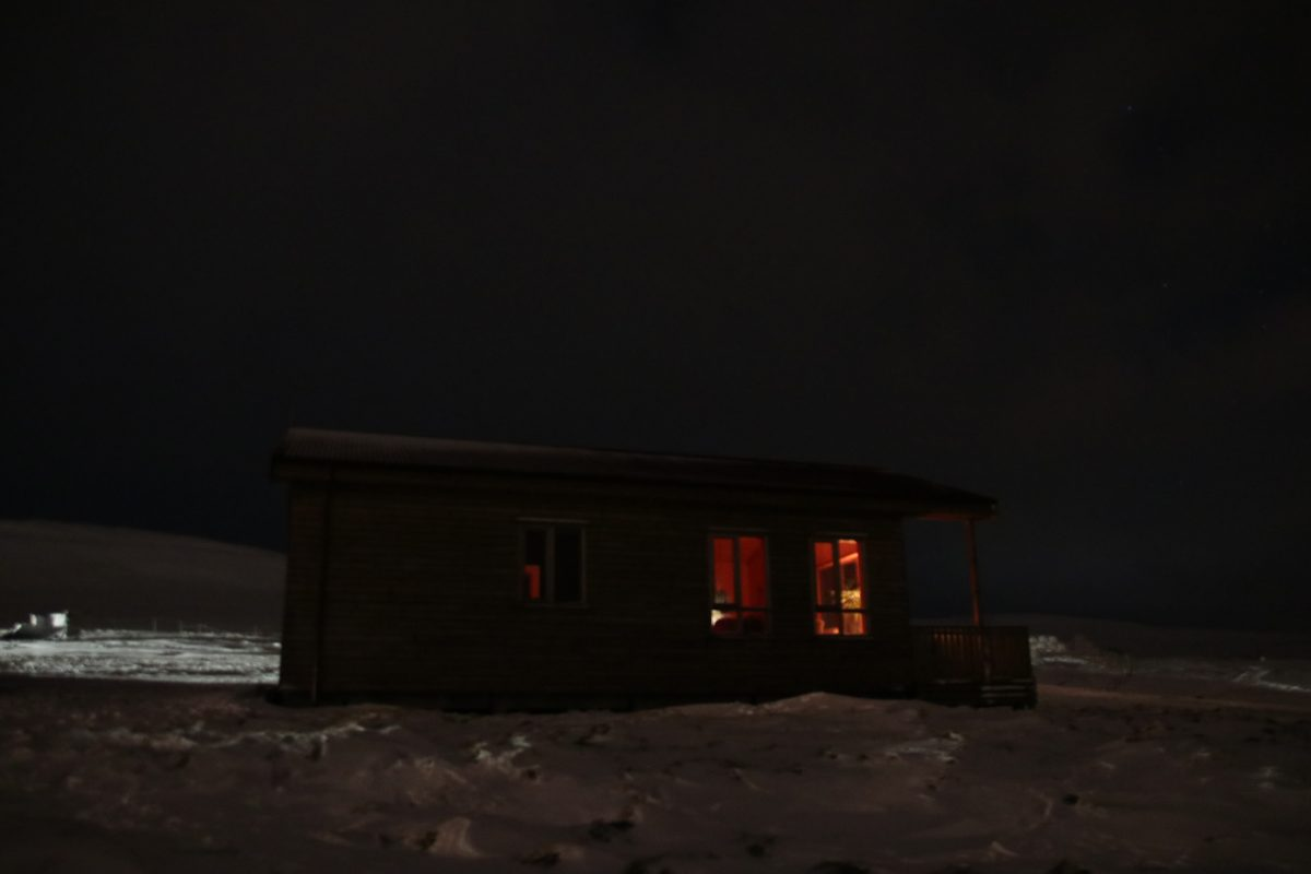Sheep & Horse Farm Kopareykir - Gästehaus bei Nacht