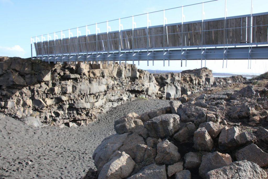Miðlína – Die Brücke zwischen 2 Kontinenten TOP Highlights in Island