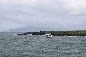 Boot an einer Insel