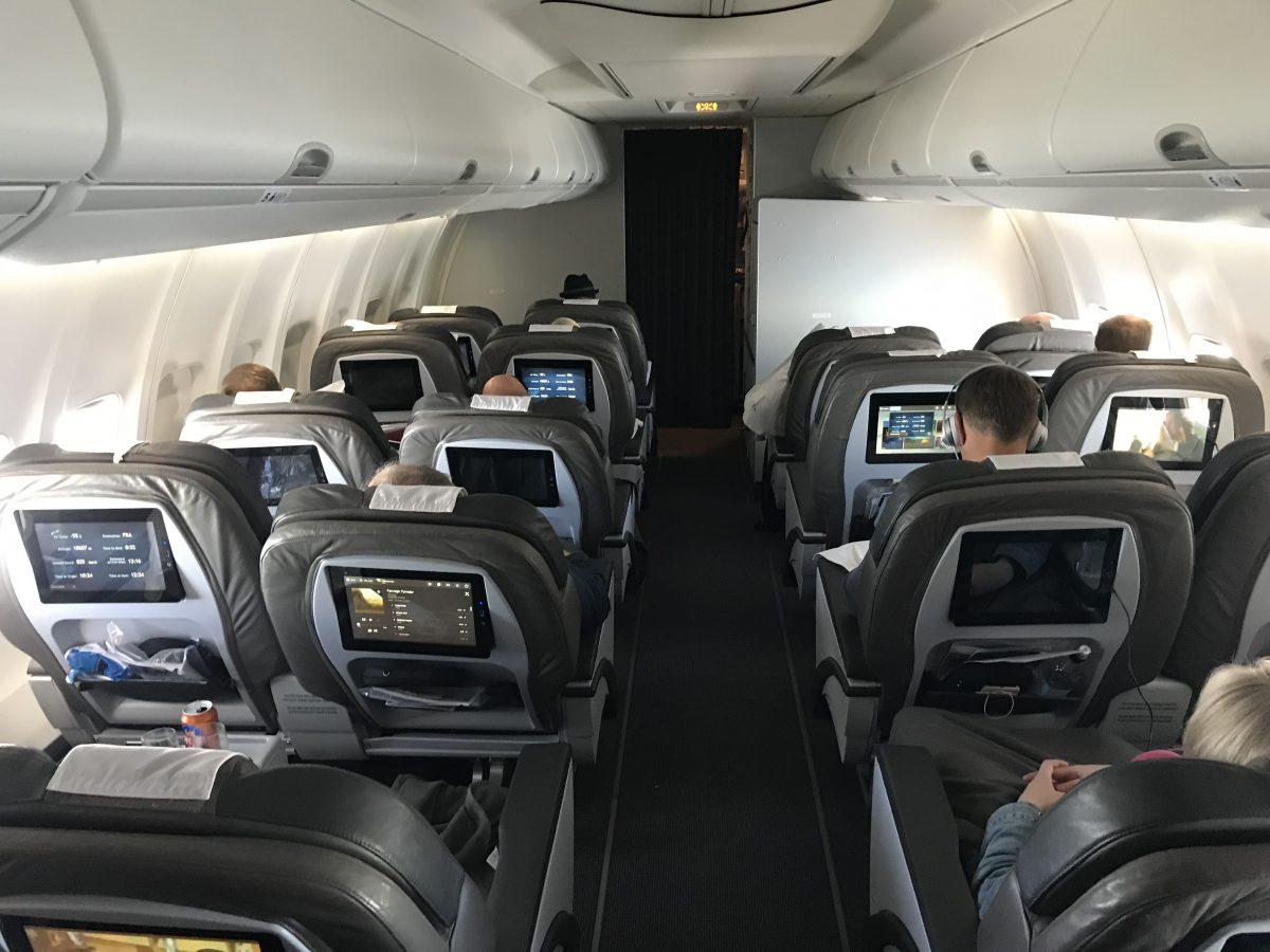 Icelandair Saga Class 757-300