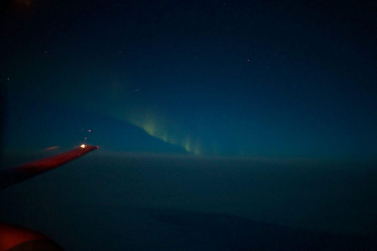Nordlichter auf dem Flug von Spitzbergen nach Tromsø mit SAS