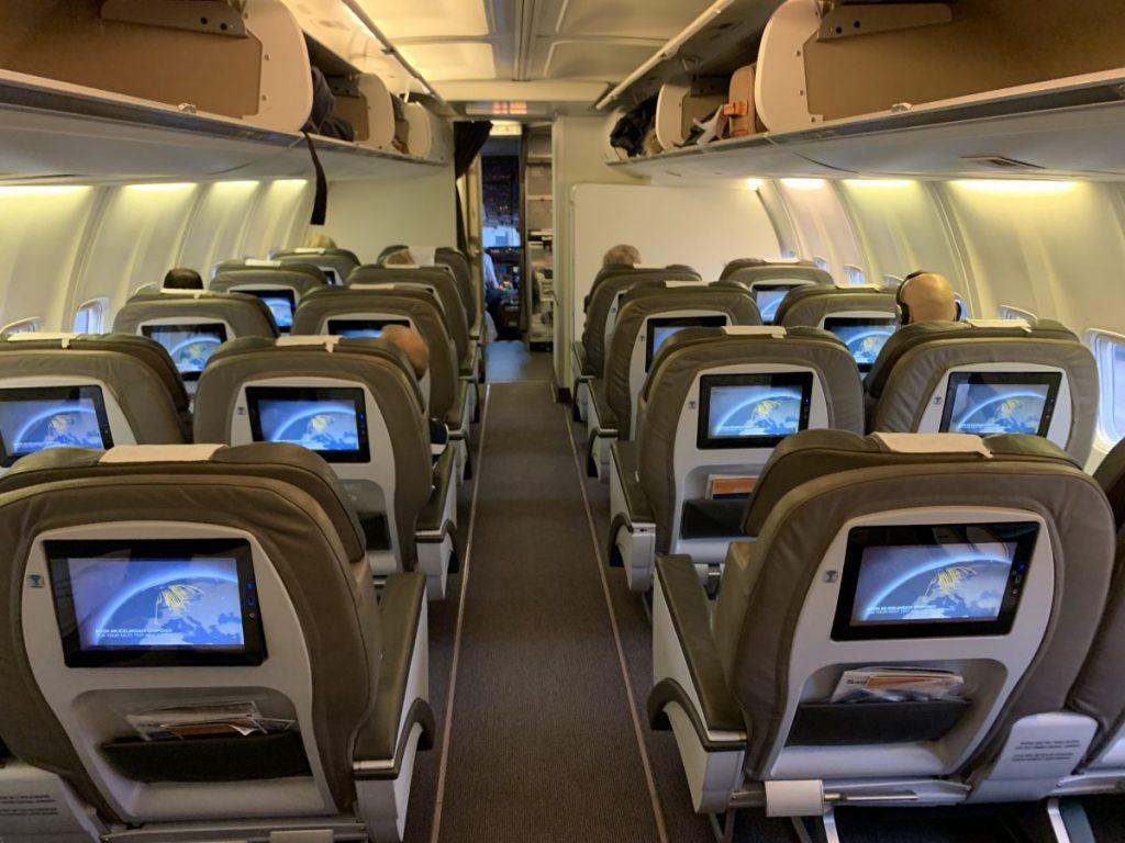 Icelandair Saga Class Business Class nach Island - Business Class Kabine  Flugberichte Icelandair