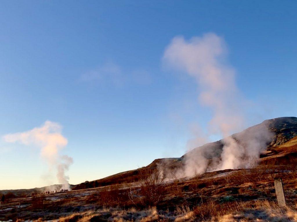 Heiße Quellen und viel Dampf am Geysir in Island - TOP Highlights in Island -Golden Circle und Südküste-