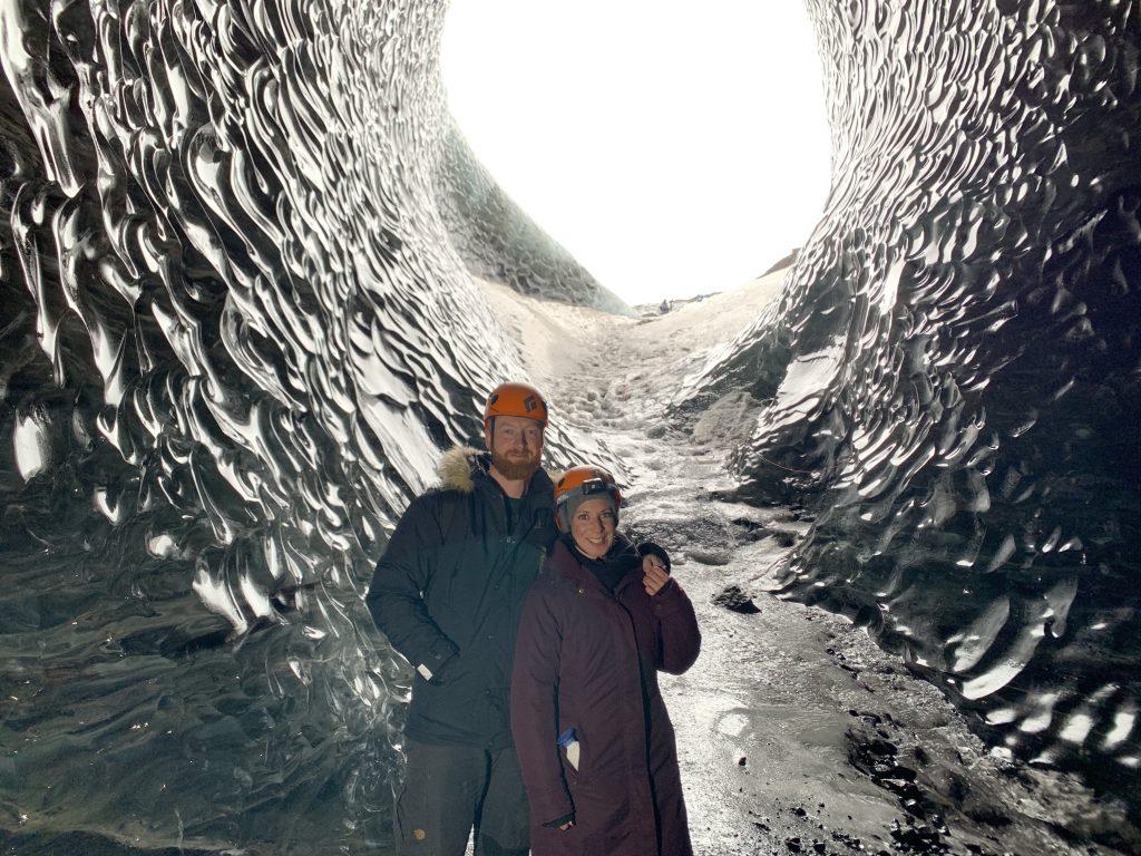 Blaue Eiskristallhöhle - Crystal Blue Ice Cave in Ìsland