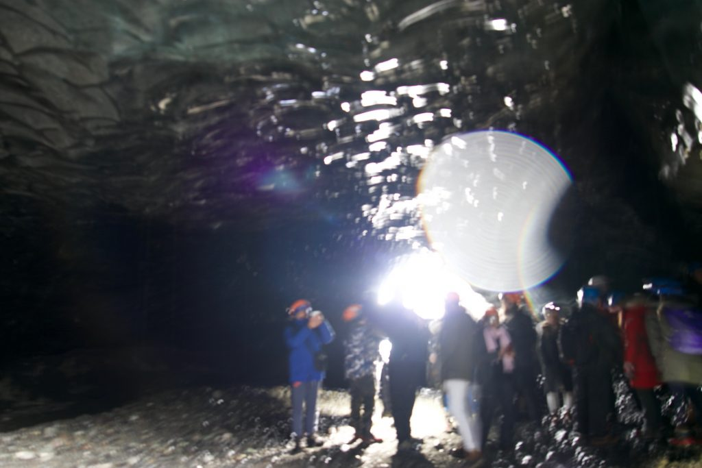 Blaue Eiskristallhöhle - Crystal Blue Ice Cave in Ìsland