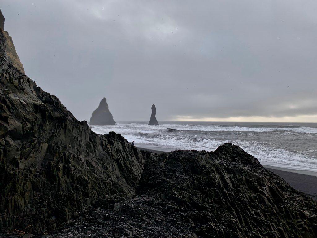 Reynisdranger unter Wolken TOP Highlights in Island