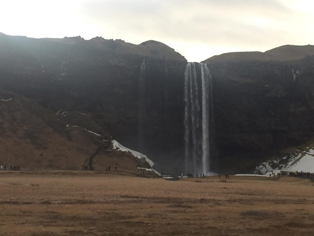 Sejlalandsfoss vom Auto aus - TOP Highlights in Island -Golden Circle und Südküste-