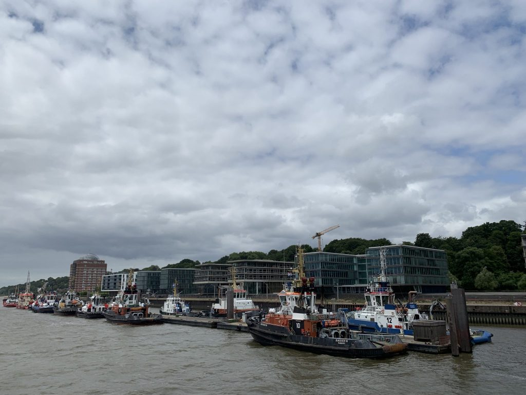 Große Hafenrundfahrt in Hamburg