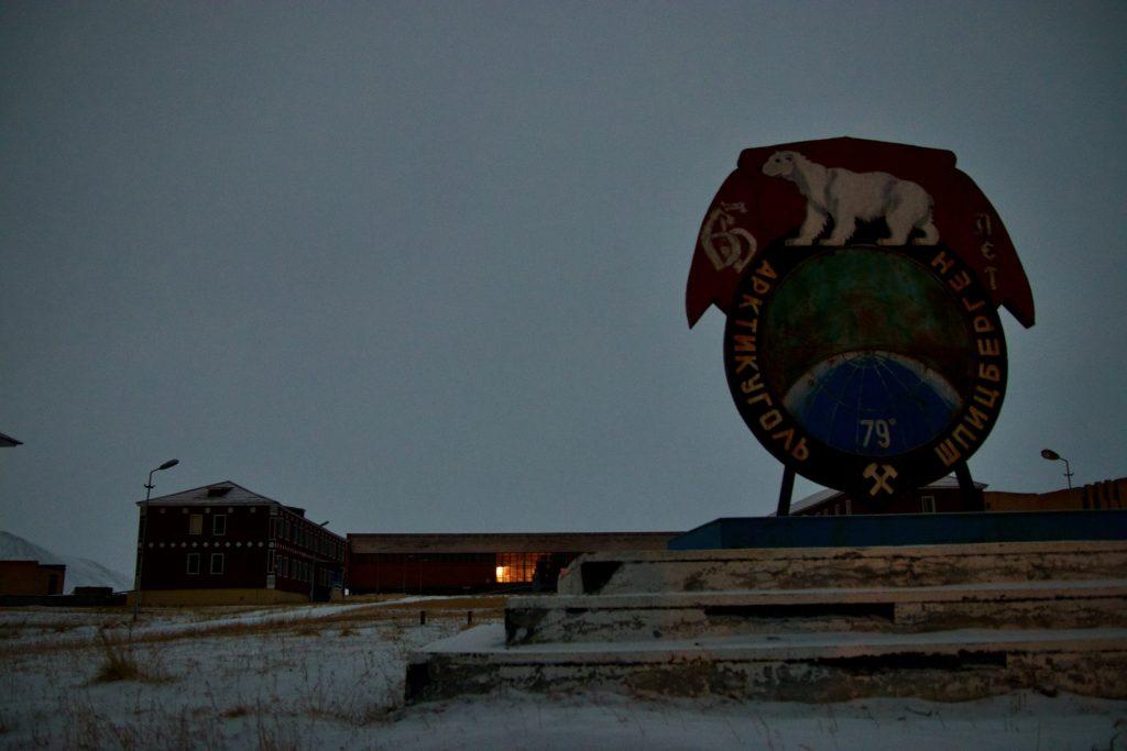 Die Geisterstadt Pyramiden in Spitzbergen