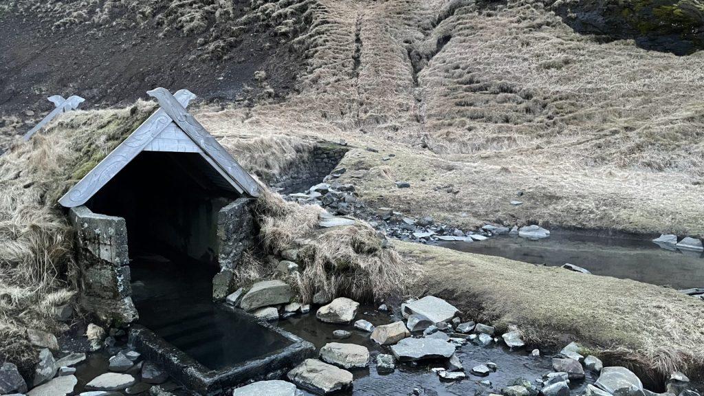 Hrunalaug - Hot Pot in Flúðir